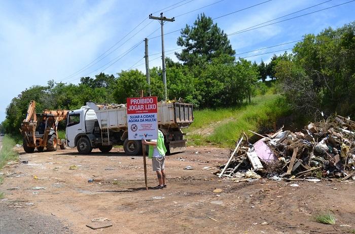 """Prefeitura instala placas de """"Proibido jogar lixo"""""""