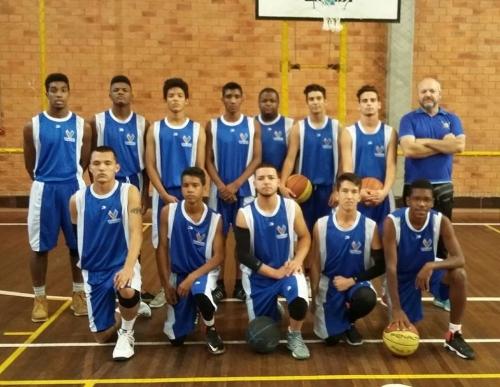 A equipe masculina Juvenil de Basquetebol Municipal de Viamão foi  classificada em 1º lugar no grupo para a próxima fase dos jogos Abertos de Porto  Alegre. 658109db1e5f0